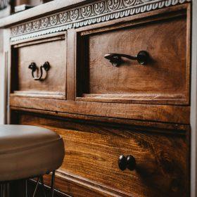 BÚTOR (polc, szekrény, komód, étkező és íróasztal)